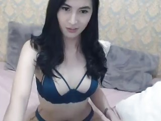 Beautiful Hot Shemale Babe Strip on Cam