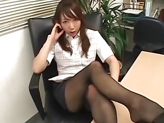 Japanese babe gets fucked in the office after sucking cock