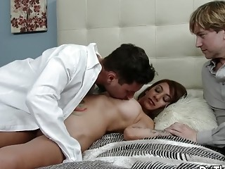 Wife Stassi Sinclair Gets Eaten out and Boned While Cuckold Hubby Looks On
