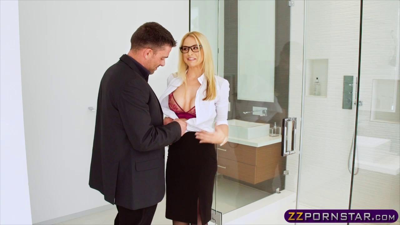 Insane Hot Real Estate Agent